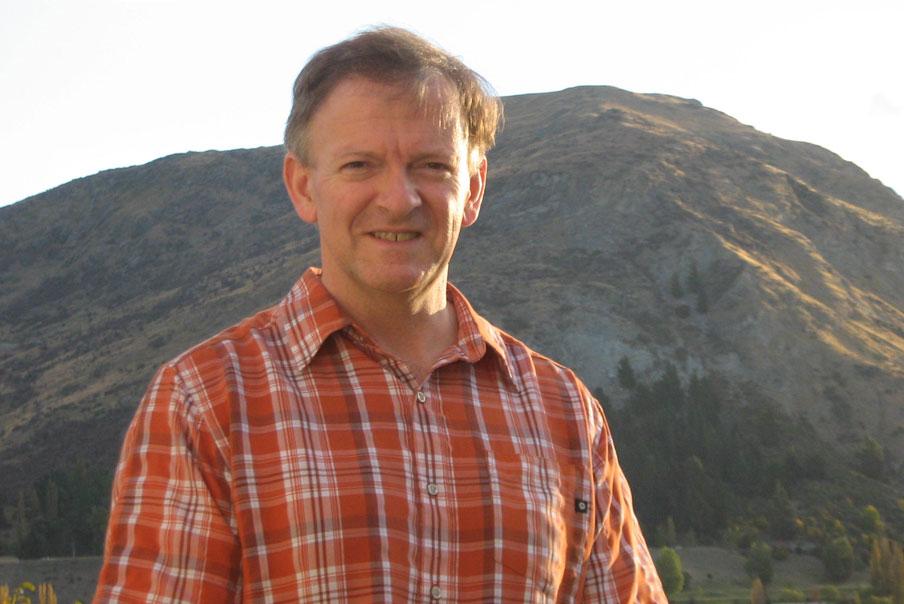 Dr Bruce McKinnon